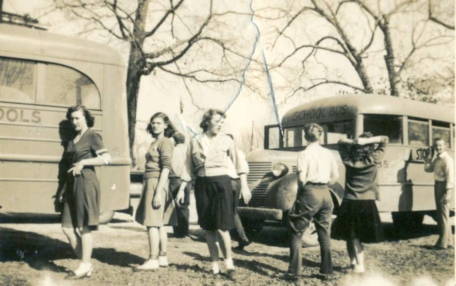 FHS 1948 Hanging out at the buses