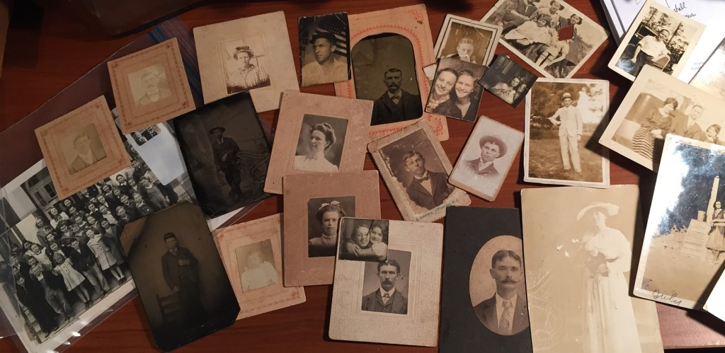 Pile_of_old_pictures_IMG_0359_crop