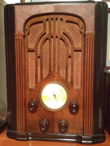 1934 Atwater Kent Model 337 Antique Radio_400w